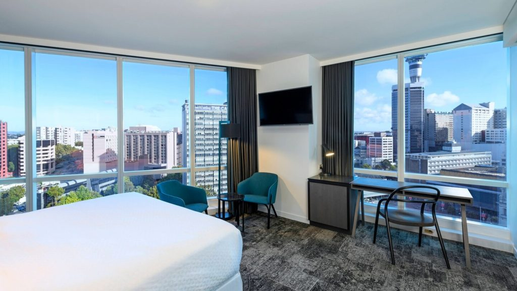 4 star Hotel room with city views on two sides at Four Points by Sheraton Business Hotel in Auckland CBD