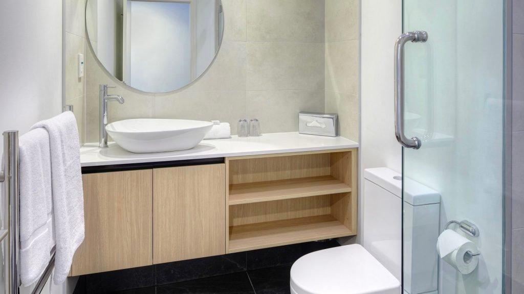 City Life Hotel Auckland bathroom