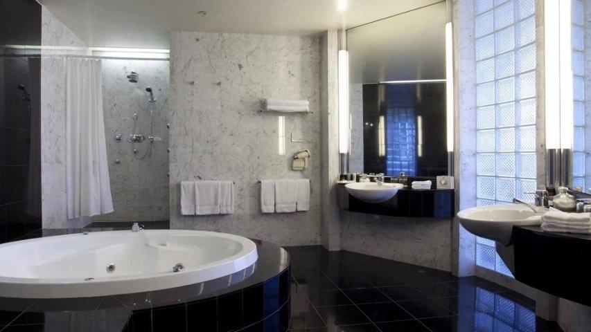 5 star Crowne Plaza Hotel Auckland Spa Suite bath