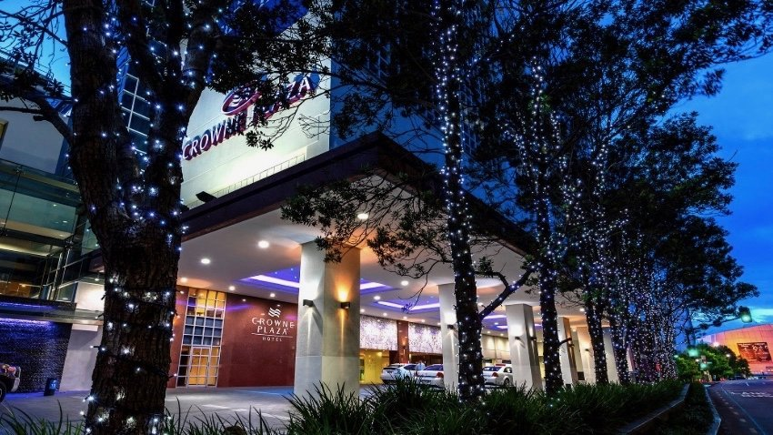 5 star Crowne Plaza Hotel Auckland exterior