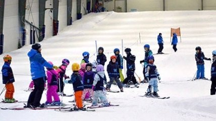 Family enjoying the snow at Snowplanet
