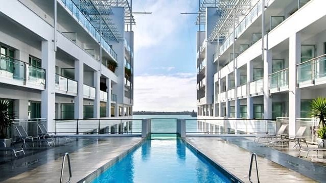 5 star Hilton Hotel Pool Auckland