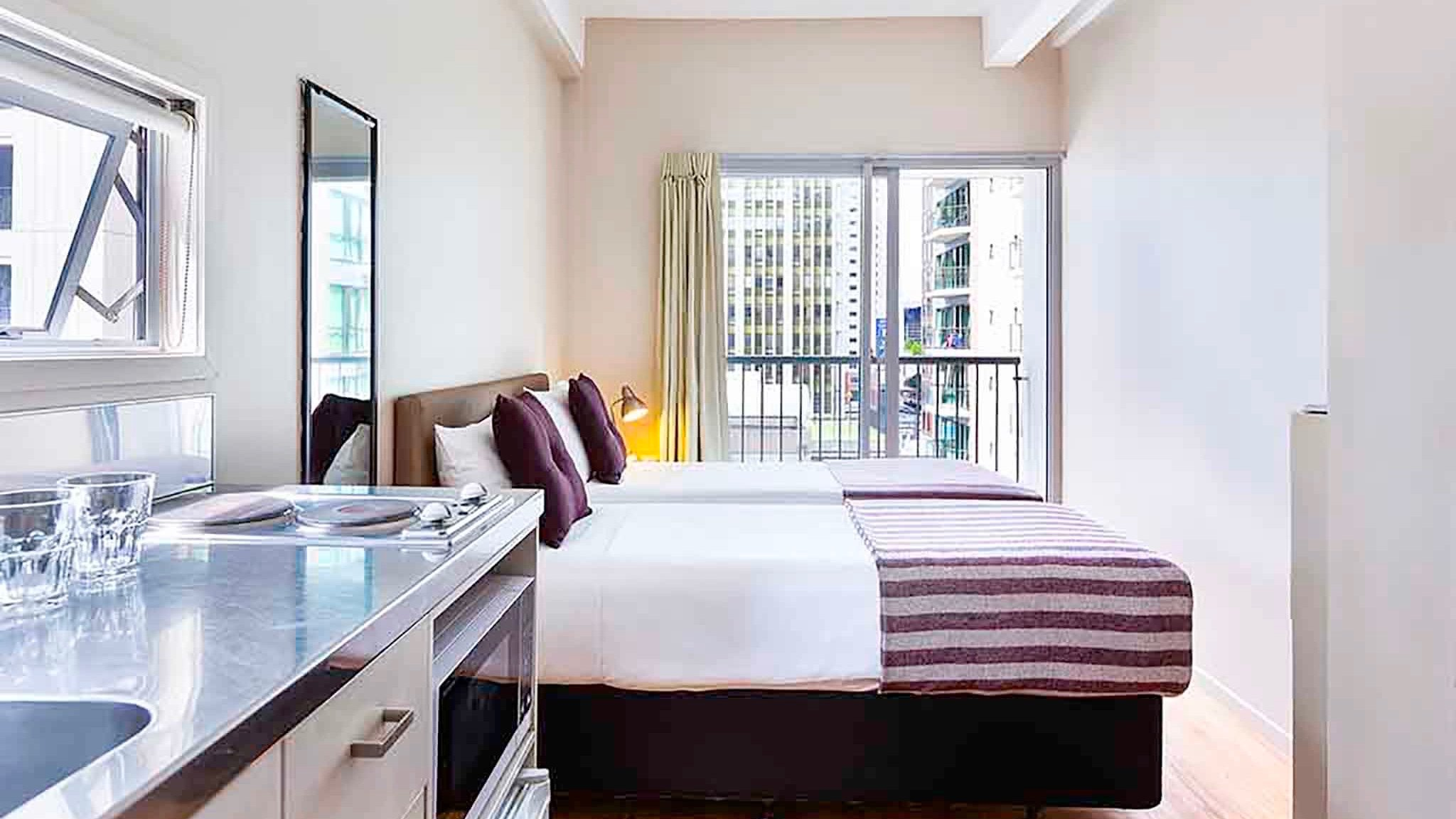 IBIS budget cheap 3 star hotel room in Auckland CBD