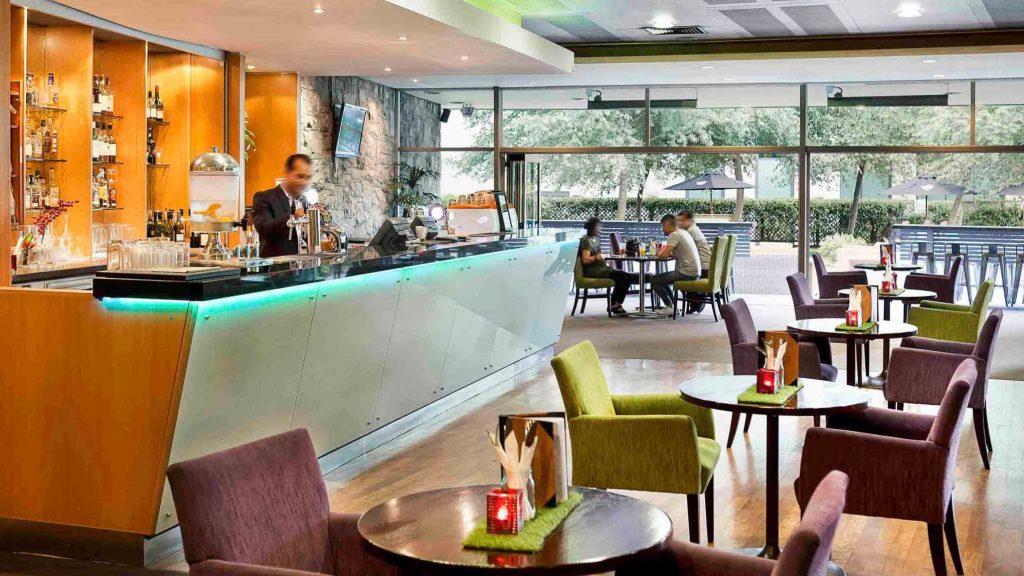 IBIS Cheap 3 star Hotel Ellerslie bar
