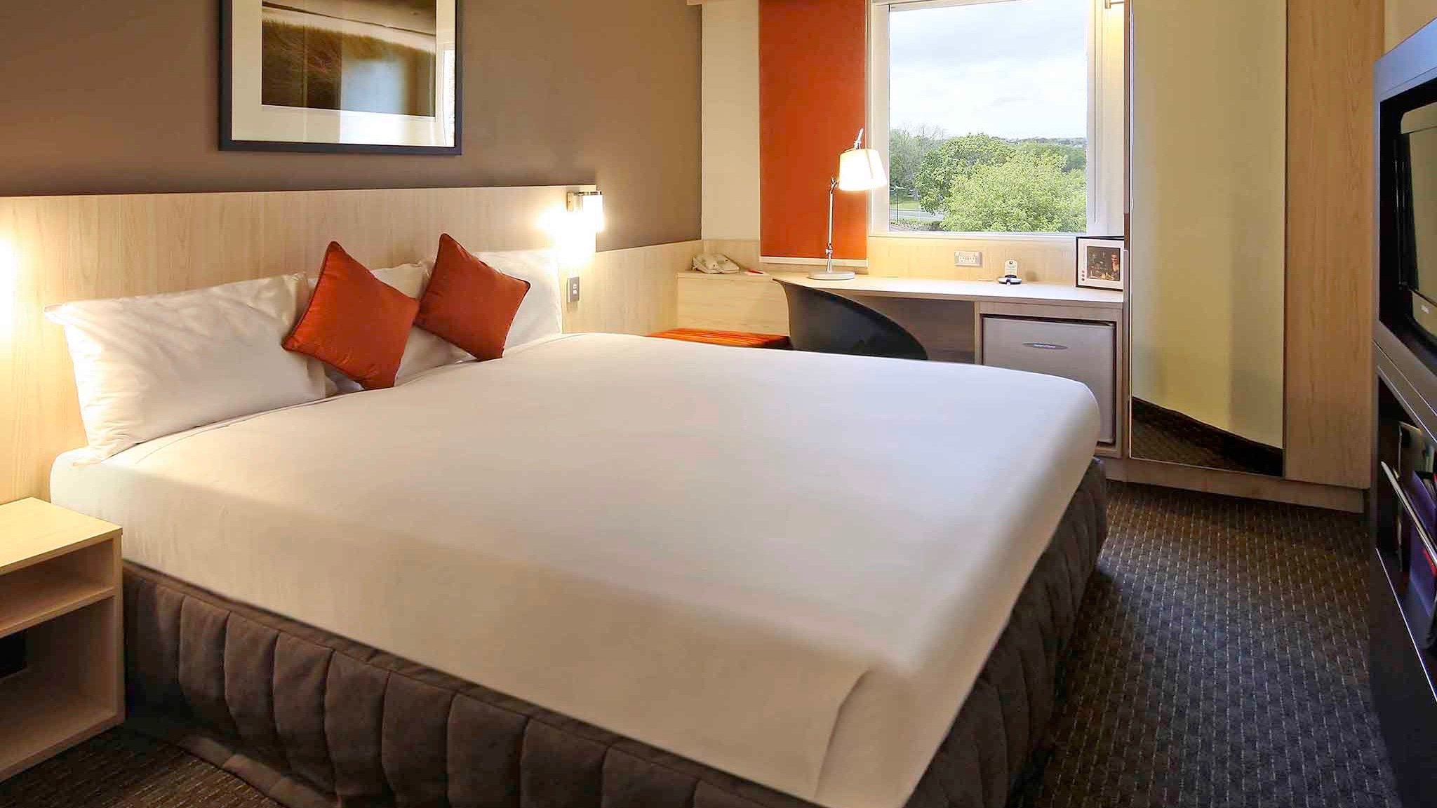 IBIS Auckland Ellerslie, cheap 3 star Double hotel room for business or families