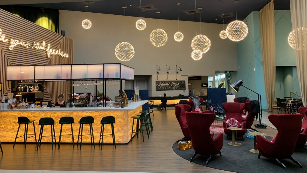 Lounge Bar Naumi Hotel Auckland Airport