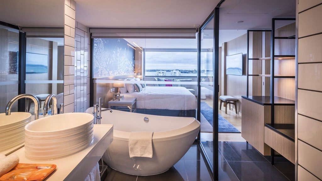 Amazing sexy 4 star hotel bathroom for couple with Viaduct harbour views