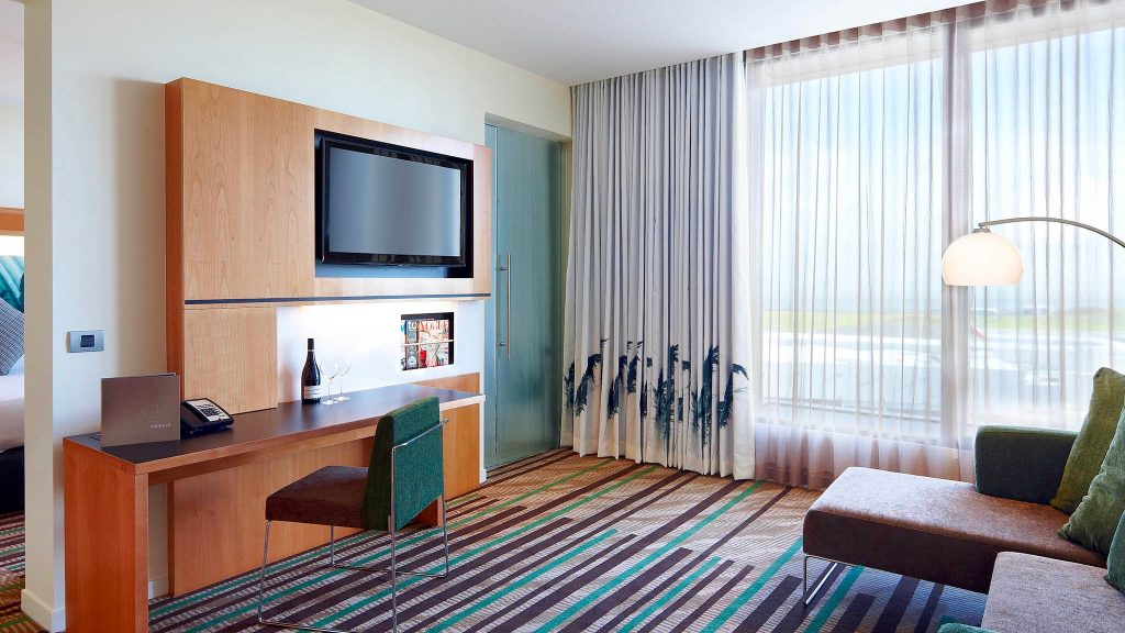 suite at 4 star hotel Novotel Auckland Airport