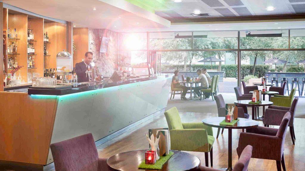 4 star Novotel Auckland Ellerslie Hotel bar