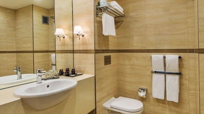 4 star hotel bathroom at Skycity Hotel