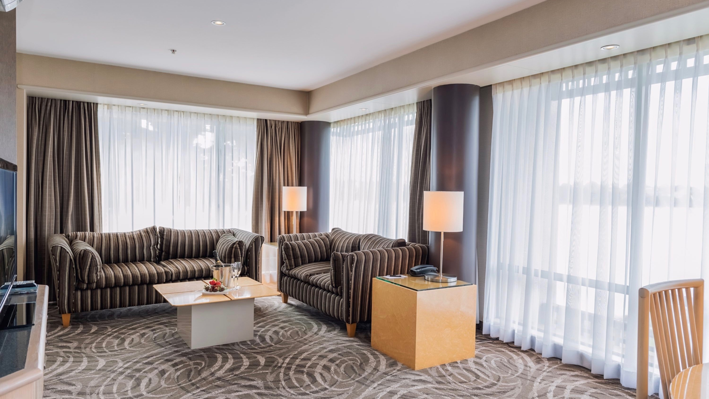Waipuna Hotel and Conference Centre Ambassador-Suite lounge