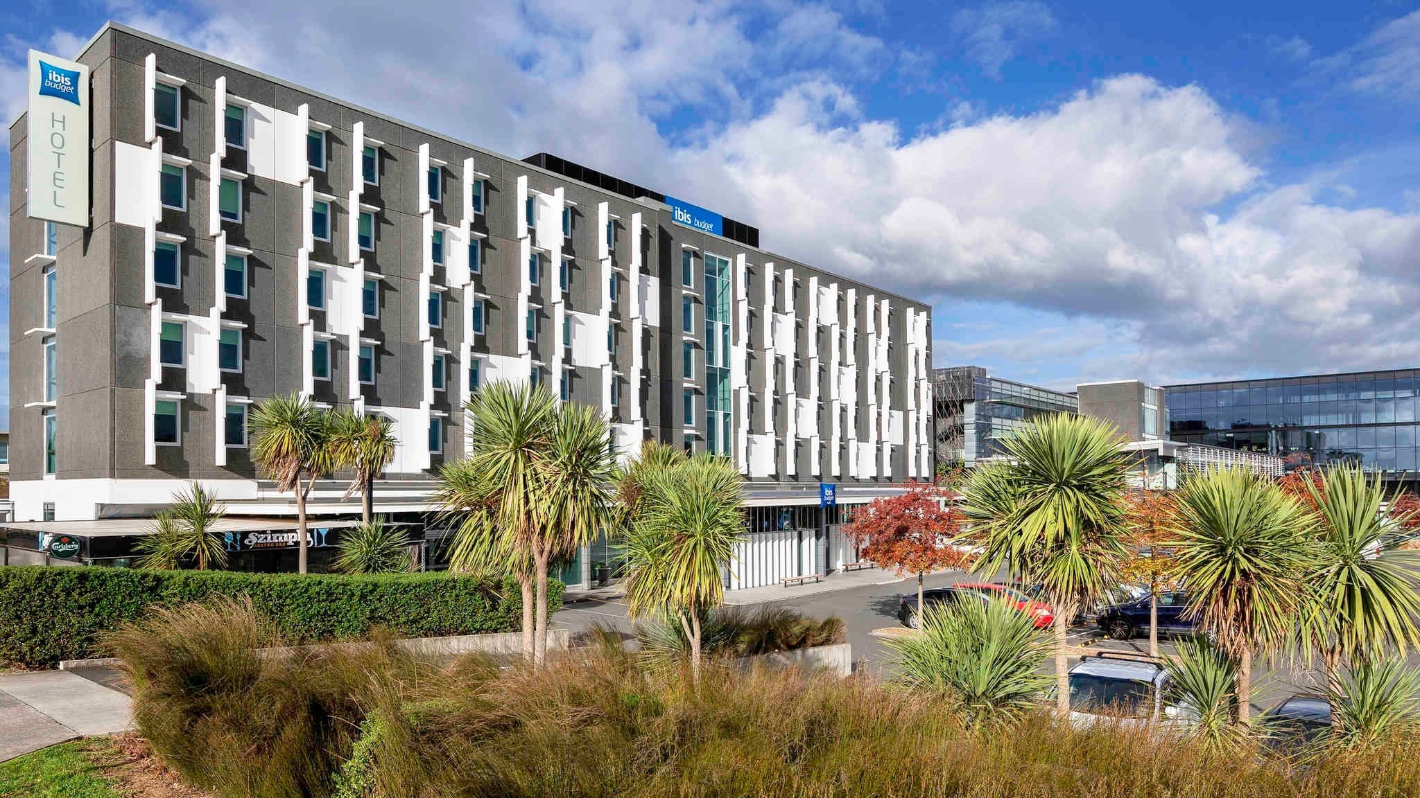 Cheap IBIS budget Auckland Airport hotel