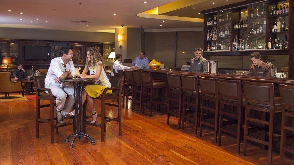 spencer on byron hotel bar in Takapuna