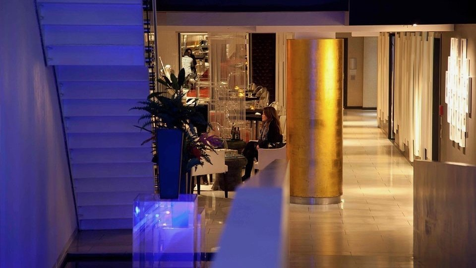the quadrant hotel lobby