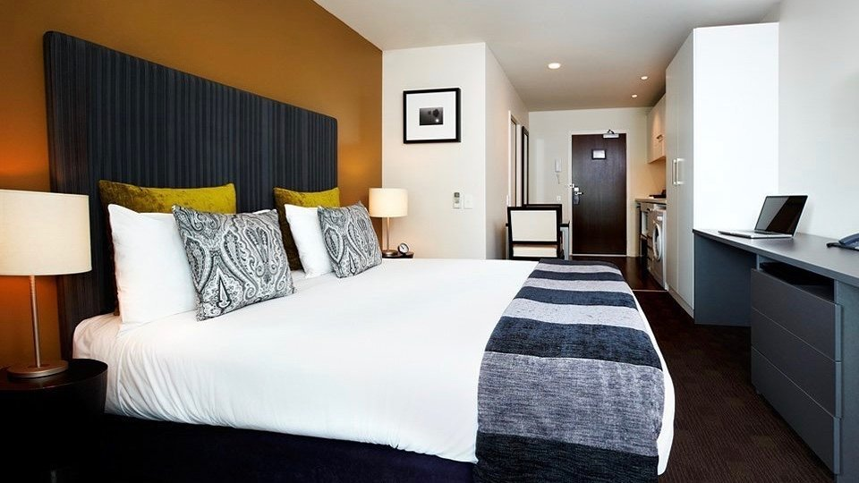 the quadrant 4 star hotel studio bedroom