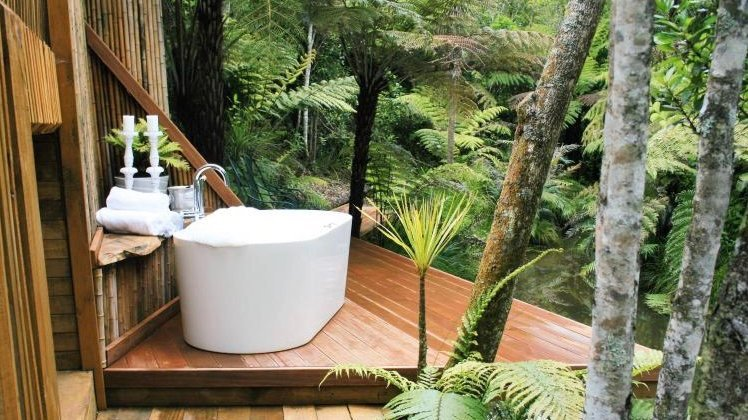 Romantic private bath at Warblers Retreat Hotel