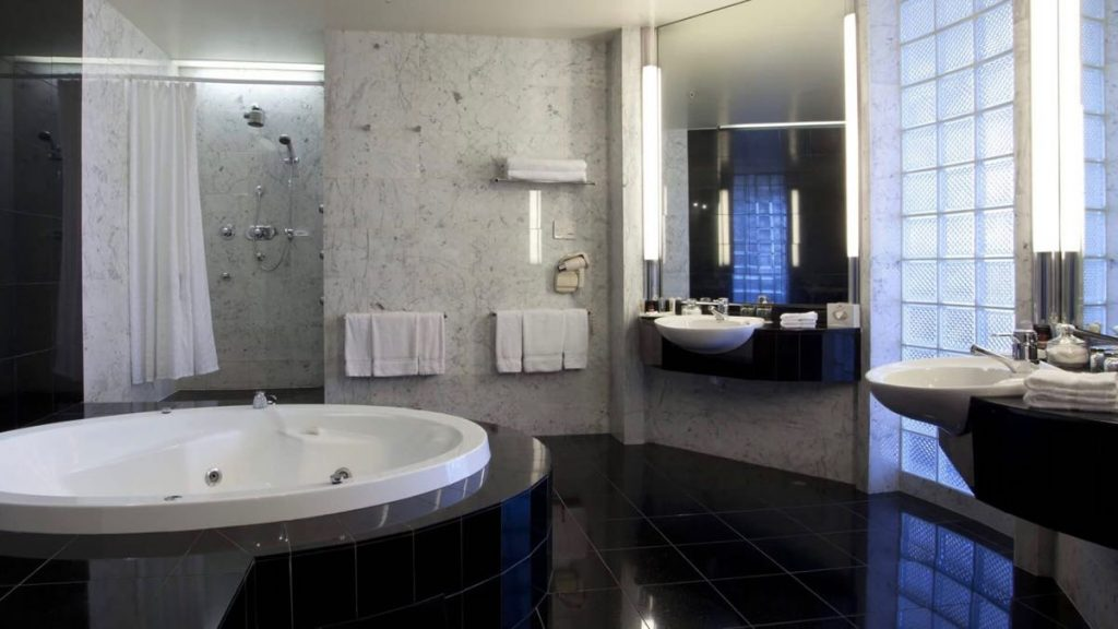 Crowne Plaza Auckland Spa Suite