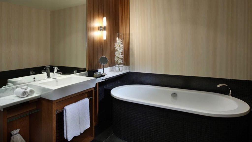 Sofitel Auckland Bathtub